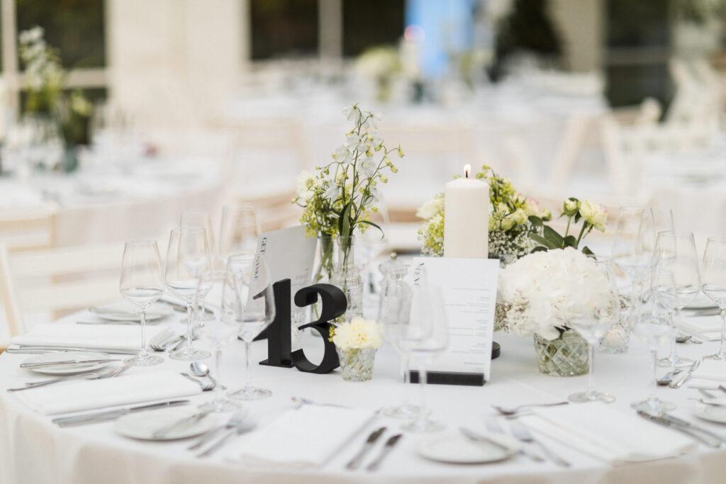 Tischnummern als Hochzeitsdeko