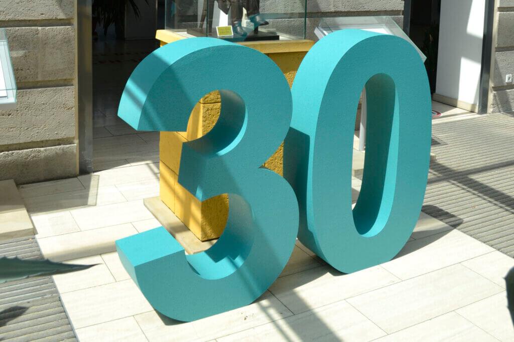 """Zahlen """"30"""" aus Styropor"""